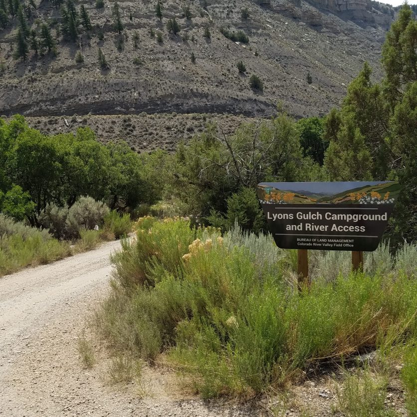 Sign for Lyons Gulch free camping area off the Colorado river