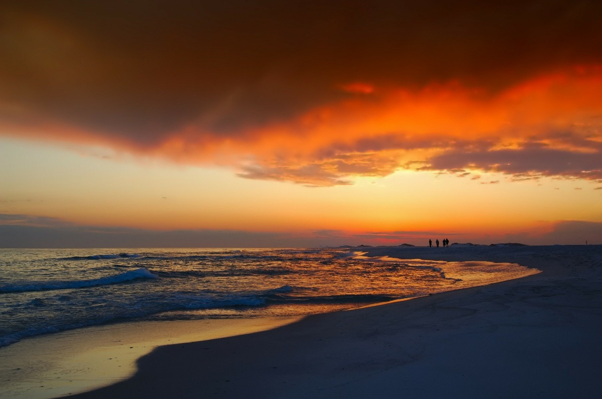 Florida Free Camping helps users find amazing sunsets on the beach.